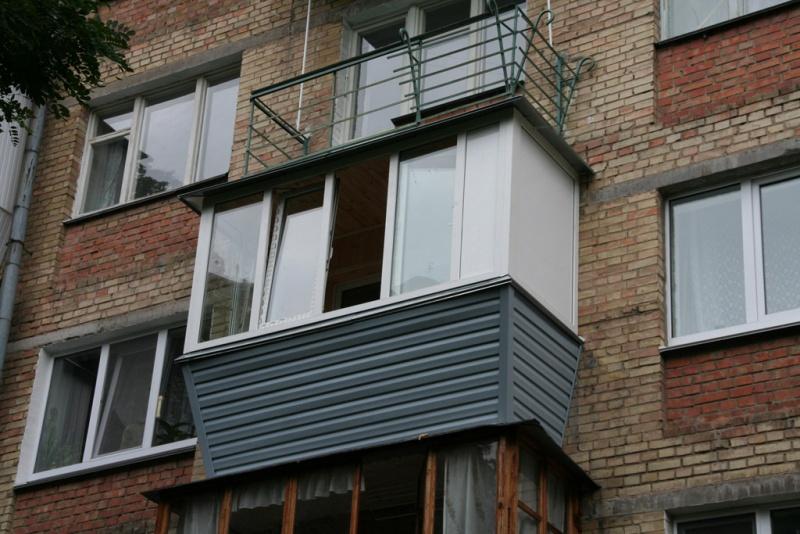 Остекление балконов с выносом своими руками.